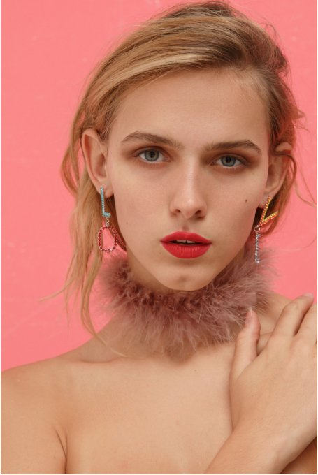 PLUMED PINK CHOCKER